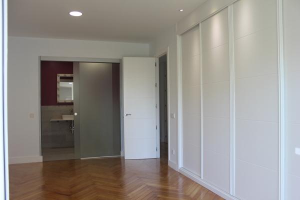 Foto armarios dormitorio infantil y ba o con tabiqueria - Puertas correderas para banos ...