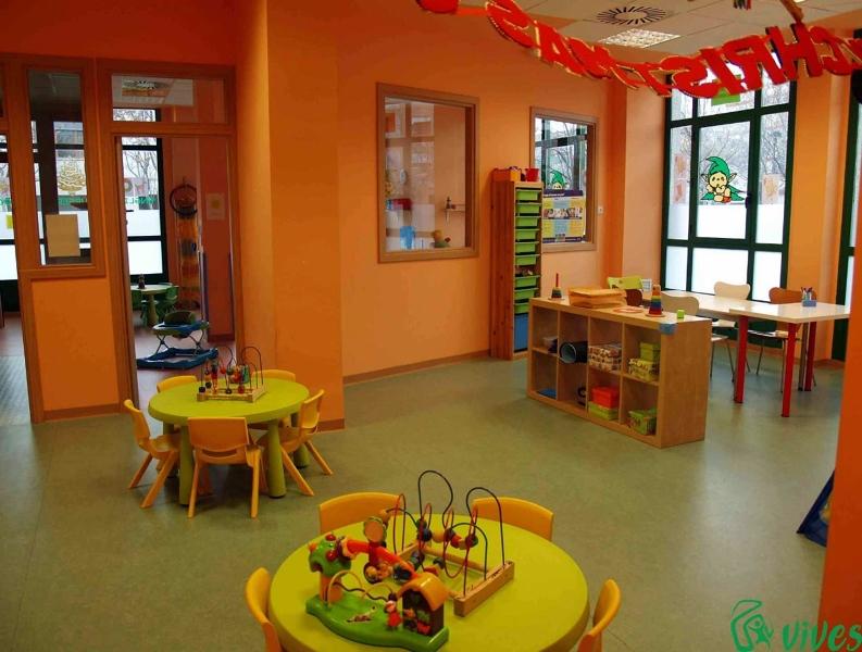 Foto aula para clases de ni os y adultos de la guarder a for Decoracion salas jardin de infantes