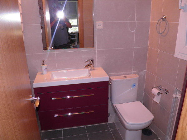 Foto baldosa de cuarto de ba o y instalacion de for Cambiar baldosas bano