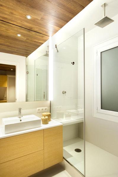baño techo madera