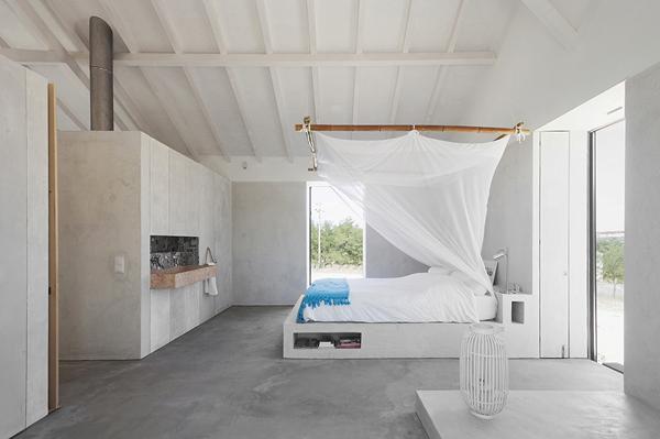 Habitación con blancos, grises y cemento