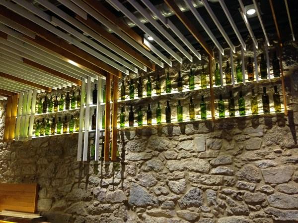 Foto botellero suspendido de proyektamos arquitectura y dise o interior 854645 habitissimo Botelleros de obra