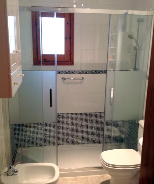 Casas cocinas mueble decorar papel for Cambiar banera por ducha