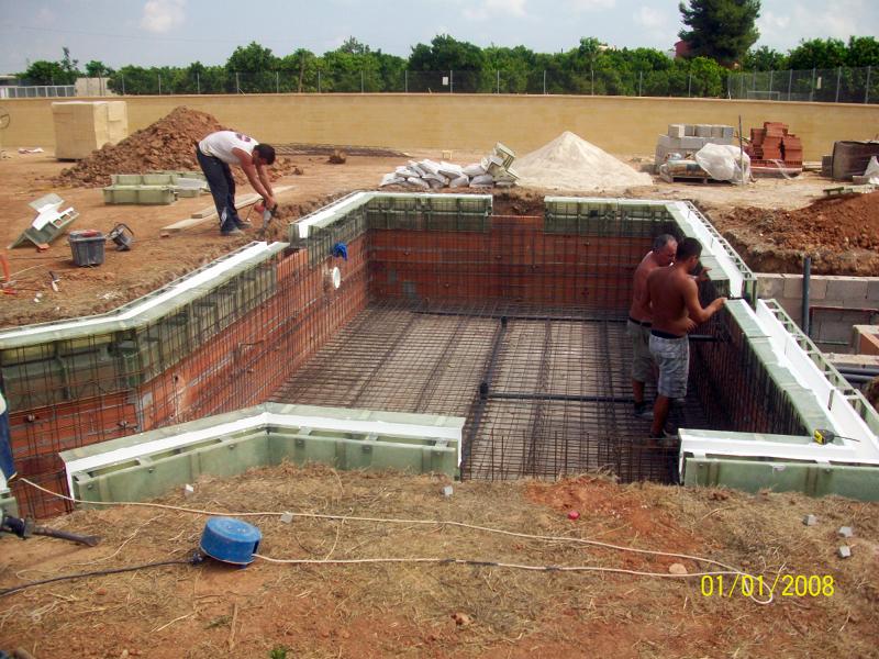 Foto canaleta para piscina desbordante de edap piscinas y for Costo para construir una piscina