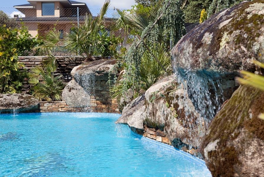 Foto cascada natural de piscinas marmara 335279 for Cascadas prefabricadas