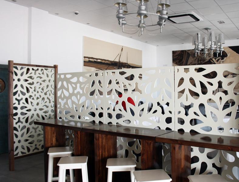 Foto celosias separaci n barra de restaurante de for Tabla de la barra de la cocina de separacion