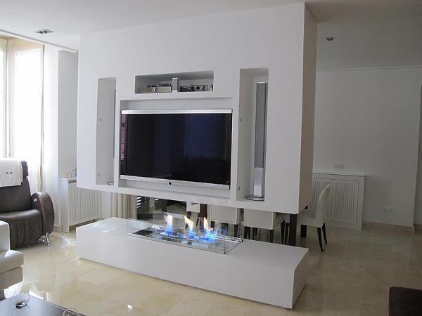 Foto chimenea de bioetanol encastrada en mueble bajo de - Muebles de salon con chimenea integrada ...