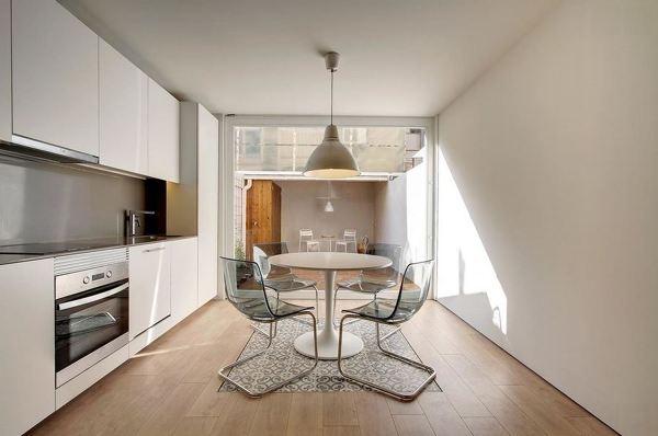Foto cocina alargada de reformmia arquitectura y dise o for Cocinas alargadas y estrechas fotos