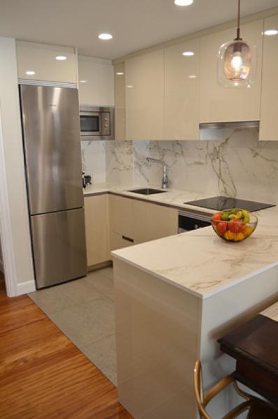 Foto cocina abierta al comedor con pen nsula de allo - Cocinas abiertas al comedor ...