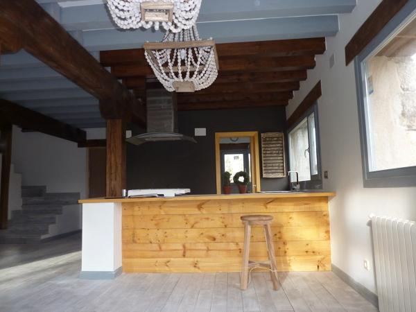 Foto cocina abierta al sal n con barra americana de juan for Barra americana cocina salon