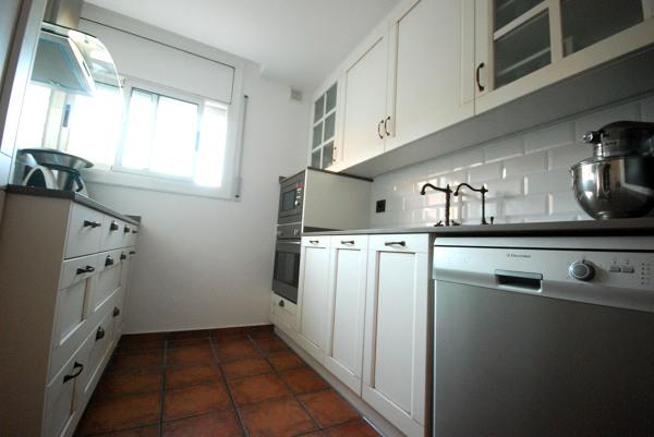 Foto cocina blanca colonial de vt reformas veco tersab s for Cocinas coloniales modernas