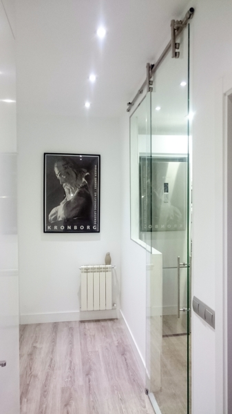 Foto cocina cerramiento acero y cristal de pincel - Cocinas con pared de cristal ...