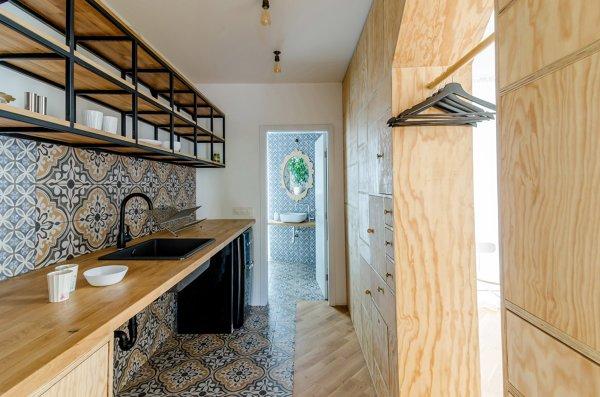 Foto cocina con encimera de madera de lola mulledy - Cocinas con encimera de madera ...
