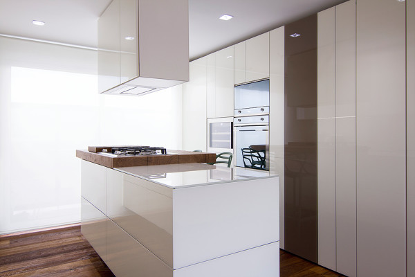 Foto cocina con isla y campana ocualta de creativo interior design 1245526 habitissimo - Campana cocina isla ...