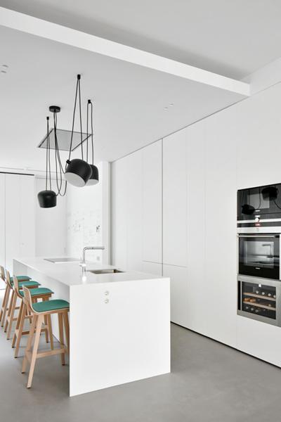 Foto cocina con isla y taburetes verdes de gabri garcia for Taburetes isla cocina