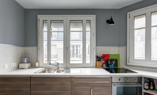 Foto cocina con pared gris de miriam mart 1197851 for Pintura a color cocina abierta