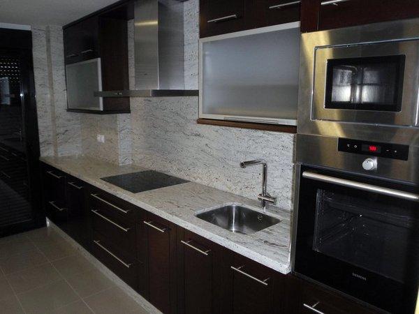 Foto cocina materiales naturales de alfredo muebles - Materiales muebles cocina ...