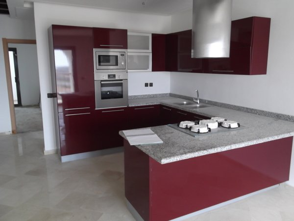 foto cocina rojo burdeos brillo de construye cogollos s