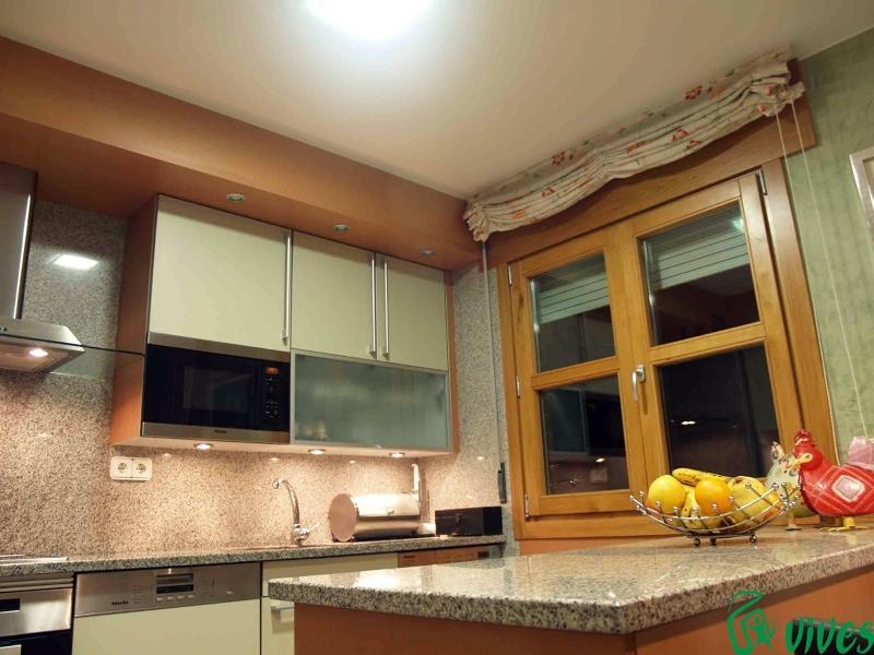 Foto cocina totalmente reformada en zaragoza de vives for Fotos reformas cocinas