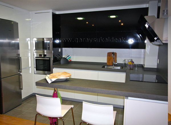 Foto cocinas garay sukaldeak zarautz guipuzcoa de cocinas for Habitissimo cocinas