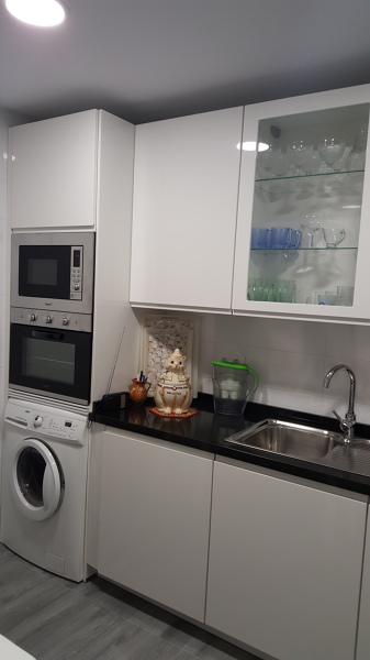 Foto columna horno micro lavadora de cocinas y reformas - Mueble microondas ikea ...