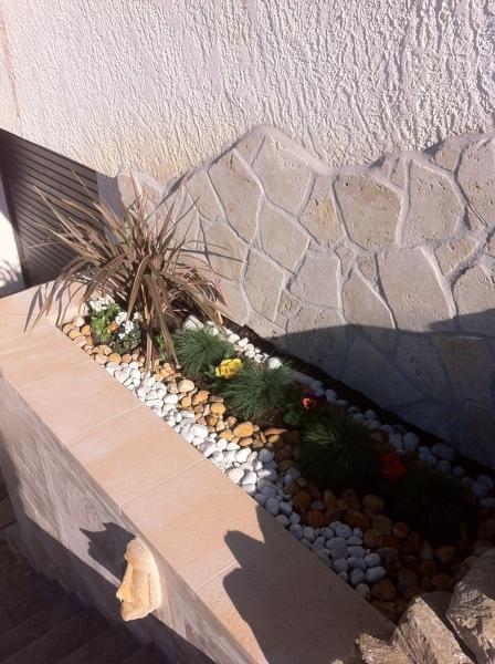 Construcción jardinera en escalera