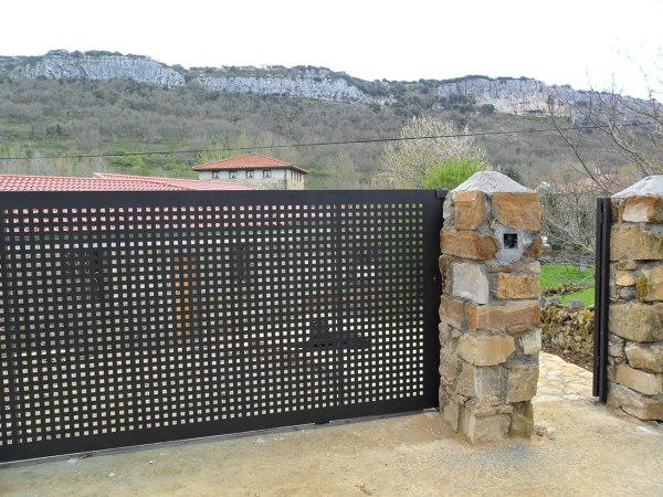 Foto corredera de chapa perforada de puertas secades - Precio chapa galvanizada ...