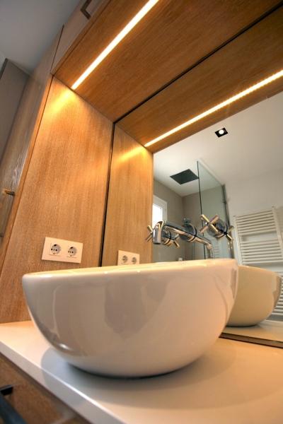 Foto dealle lavamanos y griferia empotrada en espejo de for Griferia para lavamanos precios