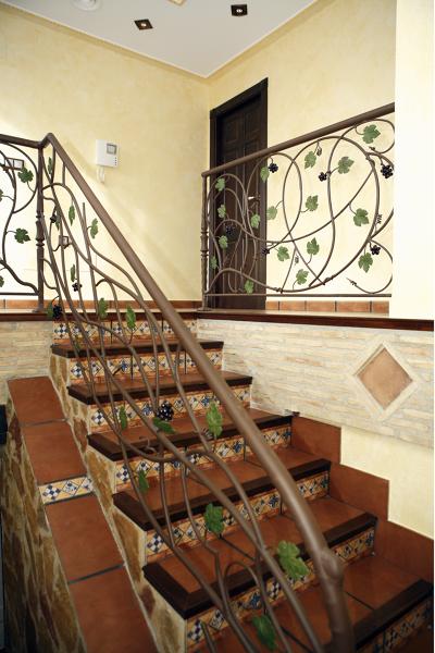 Foto decoracion rustica de obras servicios y promociones for Fotos de escaleras rusticas