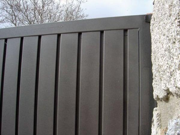 Foto detalle cerramiento en chapa perfil puerta de cerramientos met licos tecprogal s l - Puertas para cerramientos ...