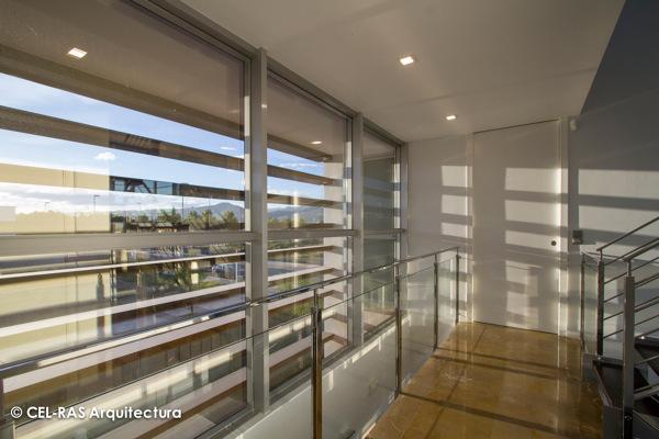 Foto dibujo de las luces del atardecer en el interior de for Arquitectura interior sl