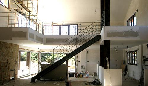 Foto doble altura sal n de estudio verval arquitectura e - Salon doble altura ...