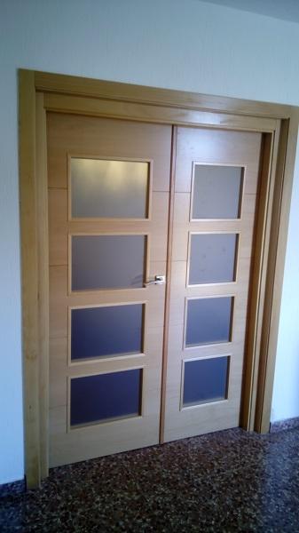 Foto doble puerta de salon comedor en haya con cristal - Cristal puerta salon ...