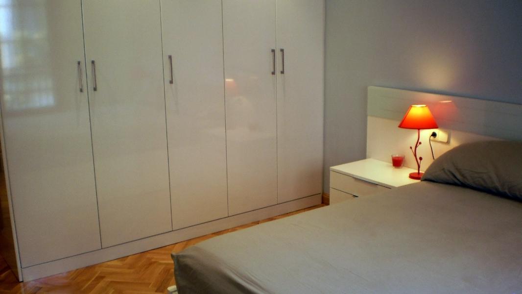 Foto dormitorio con armario empotrado de reformas robert - Dormitorios con armarios empotrados ...