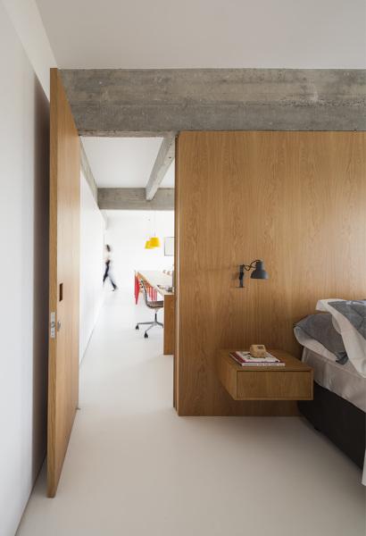 Foto Dormitorio Con Panelado De Madera De Lola Mulledy 1553691 - Panelado-madera