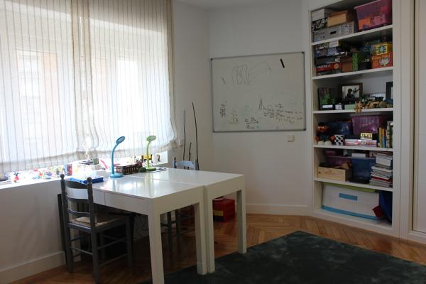 Foto dormitorio infantil mobiliario de castshine 855644 for Mobiliario dormitorio infantil