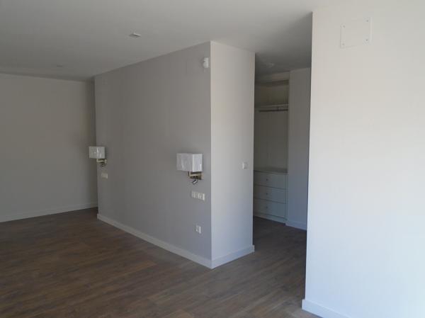 Foto dormitorio principal con vestidor detr s del for Foto del dormitorio principal moderno