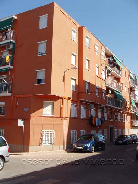 Foto edificio en la calle graneros san sebastian de los for Viviendas en san sebastian de los reyes