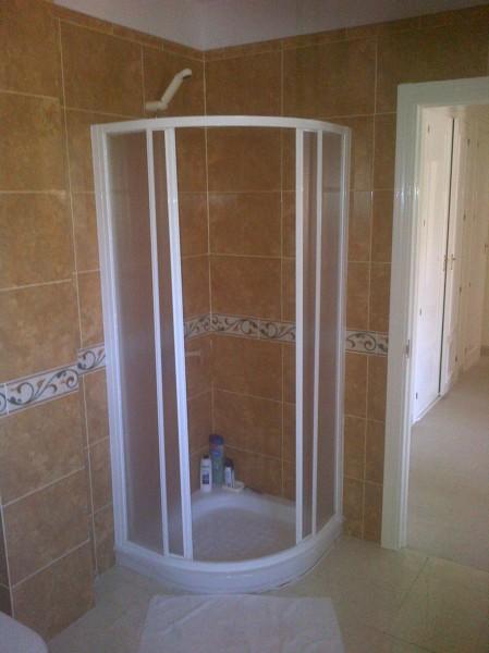 Foto el conjunto de ducha es estrecho de c weyler 511587 - Conjunto de ducha ...