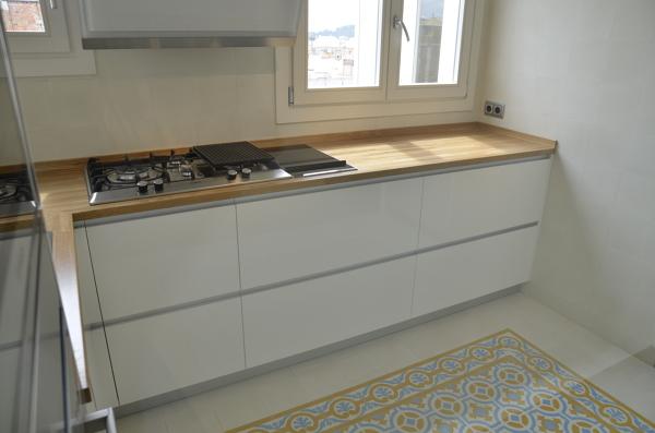 Foto encimera de cocina de madera maciza de ecohabitats - Cocinas con encimera de madera ...
