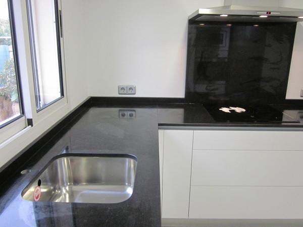 Foto encimera de granito negro zimbabwe de marmoleria sa - Encimera granito negro ...