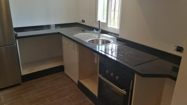 Foto encimera de granito negro zimbawe para cocina y - Remates encimeras cocinas ...