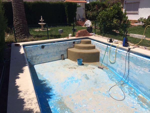 Foto escalera de obra en piscina de mg2 construcciones y for Escaleras para piscinas de obra