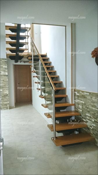 Foto Escalera En Madera Cristal Y Acero De Mega Sl 992187 - Escaleras-de-cristal-y-madera