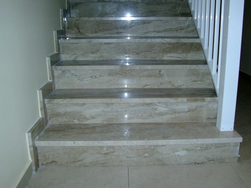 Foto escalera marmol daino de marmoles pons 252259 for Marmol blanco real