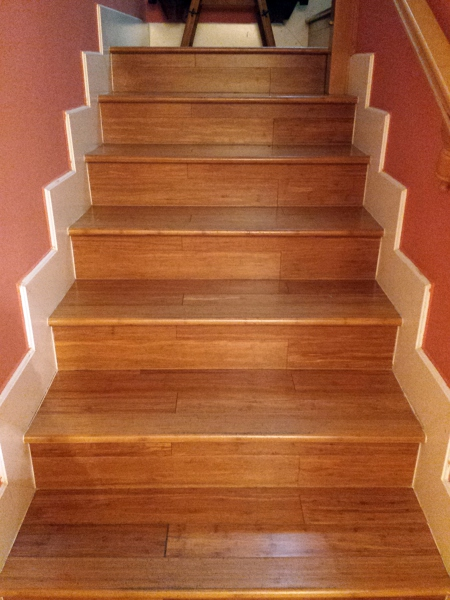 Foto escaleras en tarima maciza de bambu de parquemar sc for Escaleras de parquet