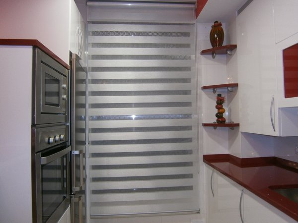 foto estor decorativo para cocina hecho a medida de cristalera crespo 624599 habitissimo