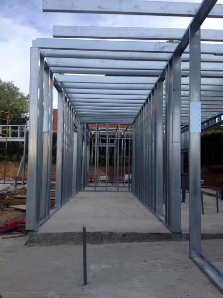 Foto estructura acero galvanizado de acero modular s l - Piscinas de acero galvanizado ...