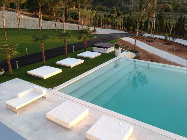 Foto exteriores piscina infiniti de necx services for Piscinas exteriores