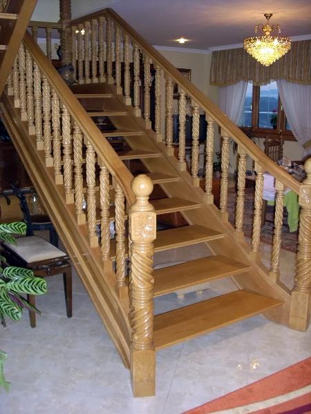 Foto fabricaci n y colocaci n de escalera en madera de - Como hacer una escalera de madera para entrepiso ...